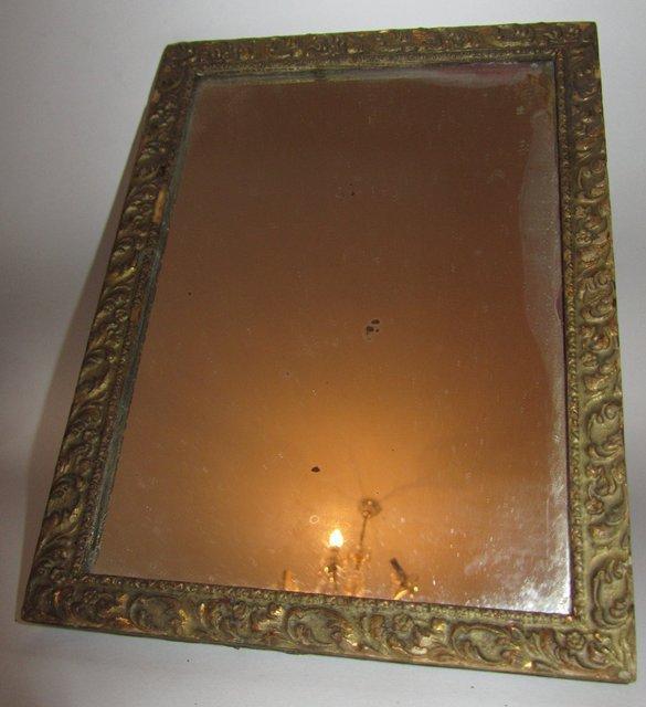Ancien miroir avec glace ancienne dans un cadre en bois for Miroirs anciens