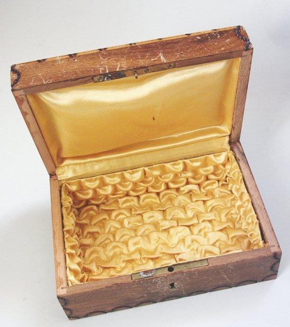 Coffret boite a bijoux couture en bois souvenir de vichy for Boite a couture retro