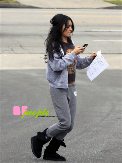 vanessa faisant un jogging le 3 octobre 2010 5h du matin blog source sur demi lovato miley. Black Bedroom Furniture Sets. Home Design Ideas