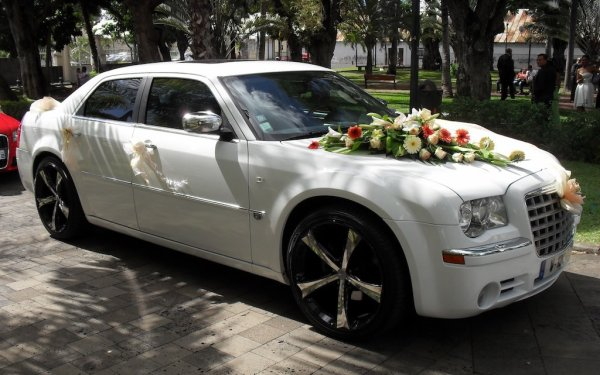 location chrysler 300c voiture de luxe la r union pour mariage contact 0692 54 93 58 hummer. Black Bedroom Furniture Sets. Home Design Ideas