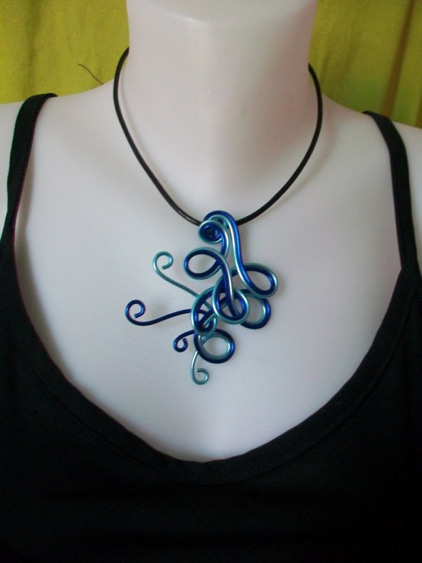 collier alu teinte bleu creafantaisies coralie. Black Bedroom Furniture Sets. Home Design Ideas